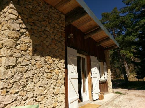 Un Chalet Au Ventoux : Guest accommodation near Brantes