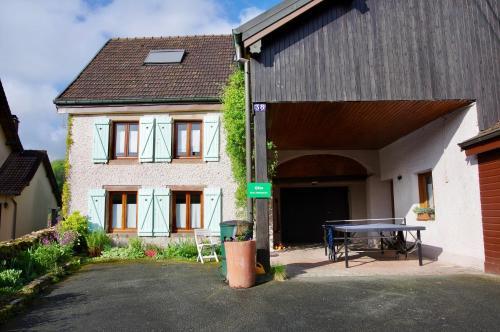 Gite et Couvert Chez Dimanche : Guest accommodation near Luze