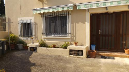 Gîte pour 6 personnes à Codognan : Guest accommodation near Saint-Dionizy