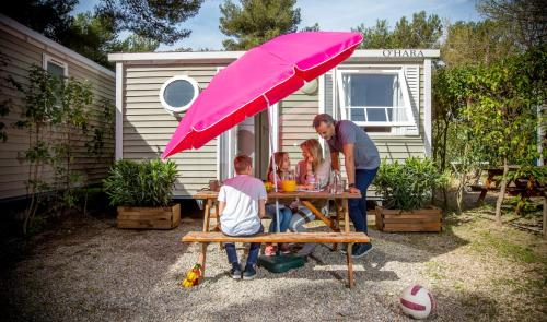Camping Marina Plage : Guest accommodation near Vitrolles