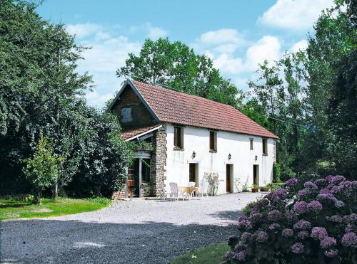 Ferienhaus Savigny 400S : Guest accommodation near Lozon