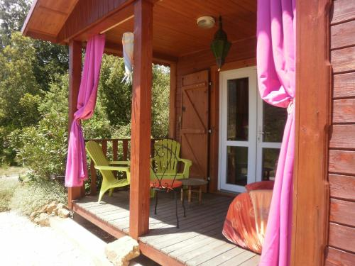 Les Casots de Traoucalières : Guest accommodation near Saint-Arnac