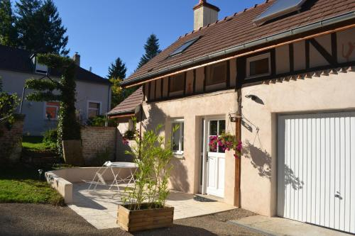 La Licorne : Bed and Breakfast near Genlis