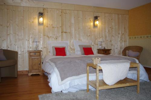 Chambre d'hotes du Gros Pommier : Bed and Breakfast near Châtas