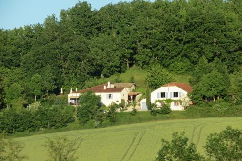 Bounetis Bas : Bed and Breakfast near Saint-Laurent-Lolmie