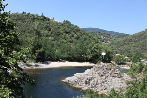 Camping La Charderie : Guest accommodation near Mayres