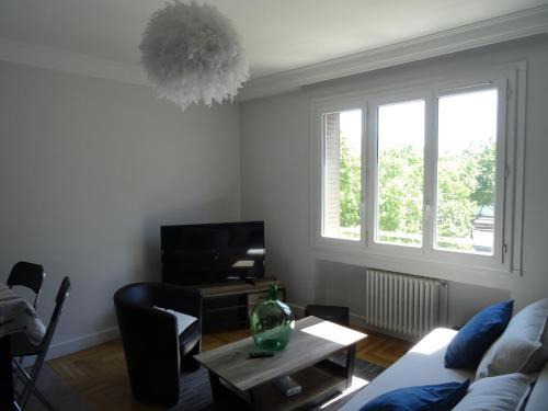 Chez HUG : Apartment near Sainte-Foy-lès-Lyon