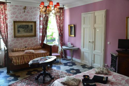 Le Chai de Marguerite : Bed and Breakfast near Trausse