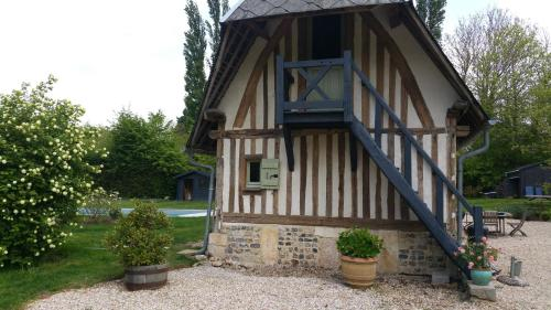 Au detour d'un chemin : Bed and Breakfast near Les Authieux-sur-Calonne