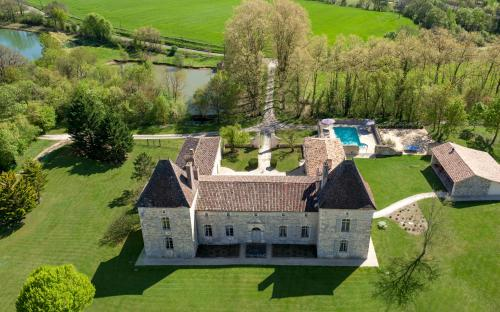 Chateau Secretary : Guest accommodation near Saint-Étienne-de-Villeréal