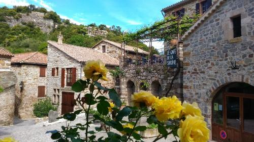 Naves : Guest accommodation near Montselgues