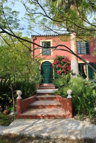 Sous L'Olivier : Bed and Breakfast near Castellar