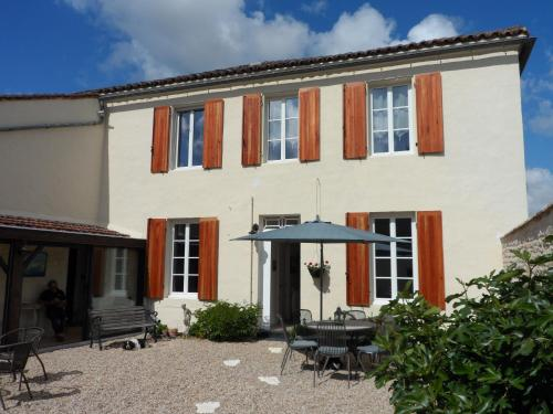 le Tresor Cache de Siecq : Bed and Breakfast near Beauvais-sur-Matha