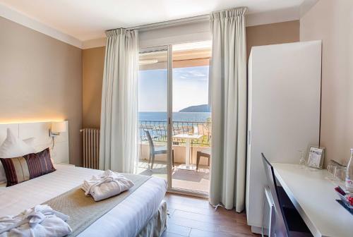 Best Western Plus La Corniche : Hotel near Saint-Mandrier-sur-Mer