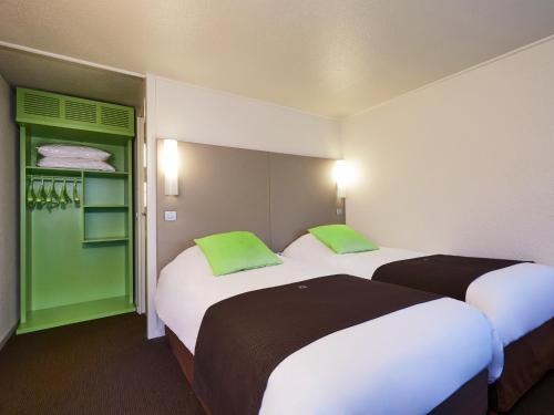 Campanile Dreux : Hotel near Gressey