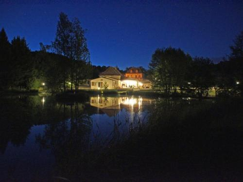 Le Domaine de L'étang de Sandanet : Bed and Breakfast near Beleymas