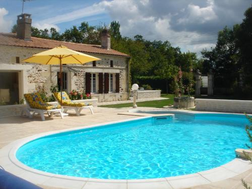 GITE TI - LIBELLULE : Guest accommodation near Montguyon