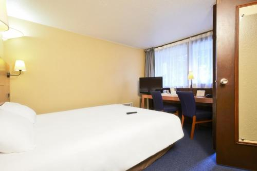 Kyriad Mulhouse Est - Lutterbach : Hotel near Heimsbrunn