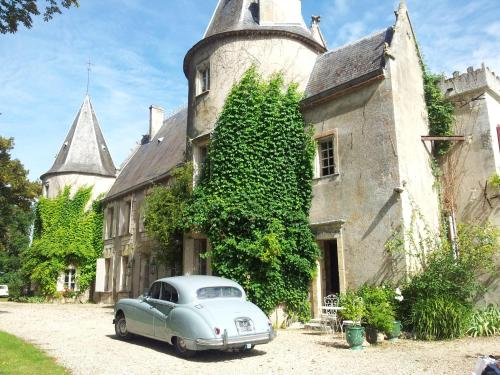 La chambre de la Tour : Bed and Breakfast near Civrac-de-Blaye