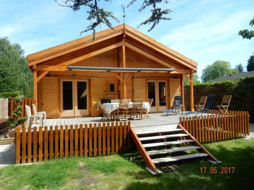 Chalet au Domaine de la Goujonne : Guest accommodation near Cucharmoy