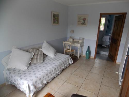 Au Relais Provencal : Hotel near Bagnols-en-Forêt