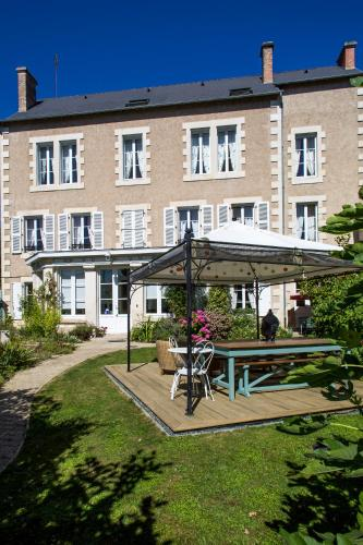 Chambres d'Hôtes La Brasserie : Bed and Breakfast near Moulismes