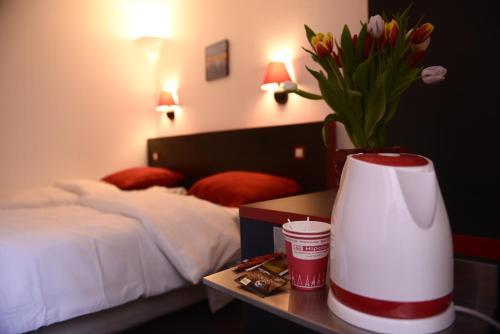 Hipotel Paris Hippodrome Parc Floral : Hotel near Champigny-sur-Marne
