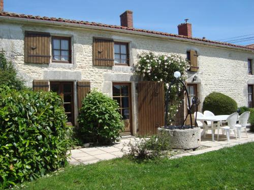 Les Trois Puits : Guest accommodation near Saint-Germain-de-Marencennes