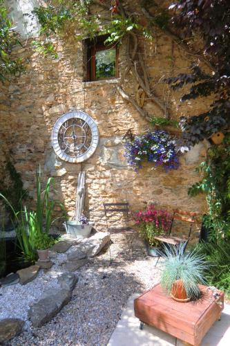 Les 3 moulins Chambres d'hotes : Bed and Breakfast near Caussiniojouls