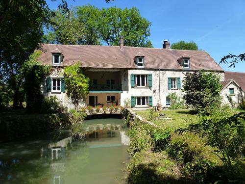 Le Moulin De Saint Augustin : Bed and Breakfast near Saint-Léger