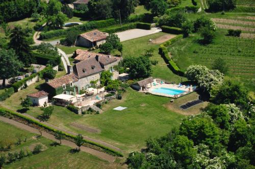 Chambres d'Hôtes La Bastide des Trémières : Guest accommodation near Saint-Méard-de-Gurçon
