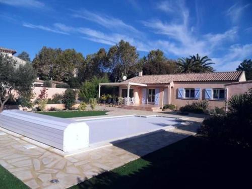 Villa Rue de l'Egalite : Guest accommodation near Saint-Geniès-de-Fontedit