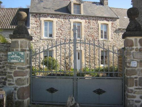 Joly Rivage B&B : Bed and Breakfast near Saint-Vaast-la-Hougue