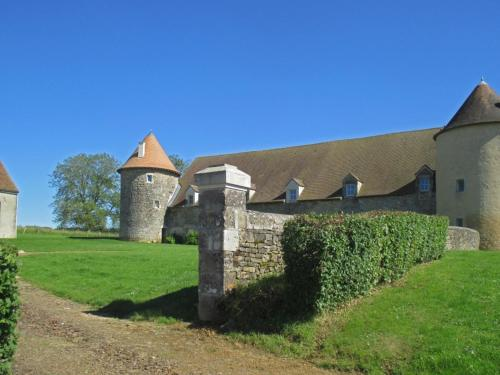 Villa Rue du Chateau : Guest accommodation near Prémery