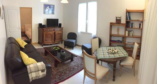 Le Cèdre Bleu : Guest accommodation near Fouras