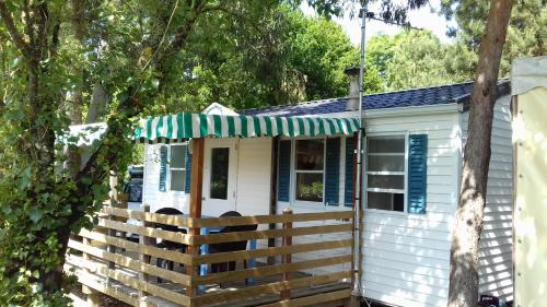 Camping Les Peupliers : Guest accommodation near Corsept