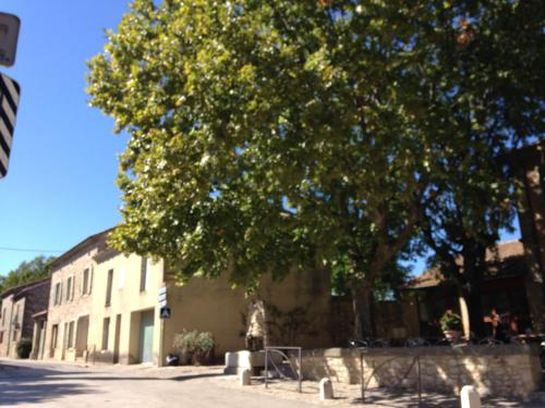 Cafe de l'univers : Bed and Breakfast near Arpaillargues-et-Aureillac