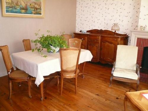 Holiday home Rue Paul Bert : Guest accommodation near Saint-Étienne-de-Lisse