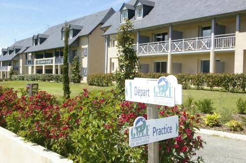 Le Domaine du Golf Country Club de Bigorre : Resort near Castillon