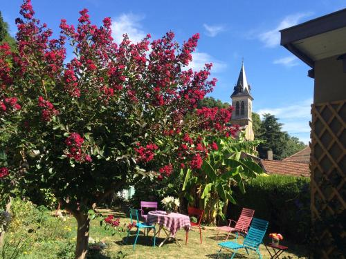 Chez L'Antiquaire : Bed and Breakfast near Bossieu