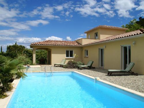 Villa - Les Vans : Guest accommodation near Malons-et-Elze