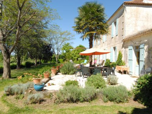 Maison de vacances 8 p - Neuffons 1 : Guest accommodation near Saint-Martin-de-Lerm