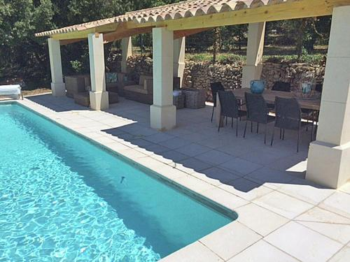 Villa Venasque : Guest accommodation near Malemort-du-Comtat