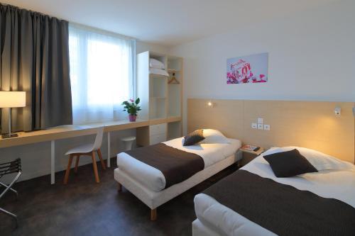 Hotel Paris Saint-Ouen : Hotel near L'Île-Saint-Denis