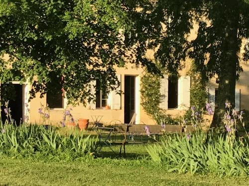 B&B Château Pierre de Lune : Bed and Breakfast near Saint-Christophe-des-Bardes