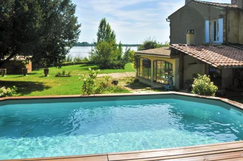 Holiday Home Impasse du Port : Guest accommodation near Civrac-de-Blaye