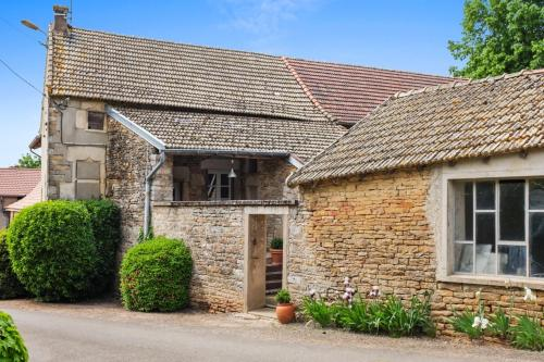 Holiday Home Le Clos de Grevilly : Guest accommodation near La Chapelle-sous-Brancion