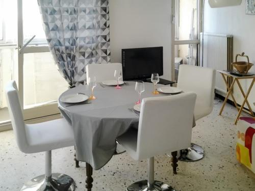 Apartment Avenue des Thermes Athéna : Apartment near Balaruc-les-Bains