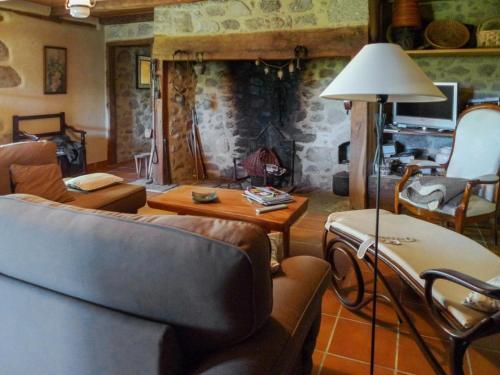 Holiday Home Senezergues : Guest accommodation near Mourjou