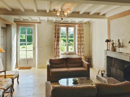 Ferme Familiale avec court de tennis : Guest accommodation near Bricqueville